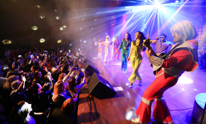 ABBA Experience in Concert contagia plateia no Zulmira Canavarros